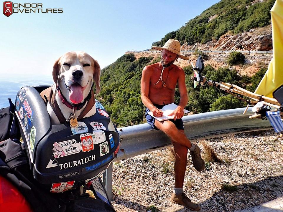 biker dog-brigi-explorealbania-motoros túra-condorriders-sasok földje-albánia-albán riviéra-albanian riviera-csigakocsi