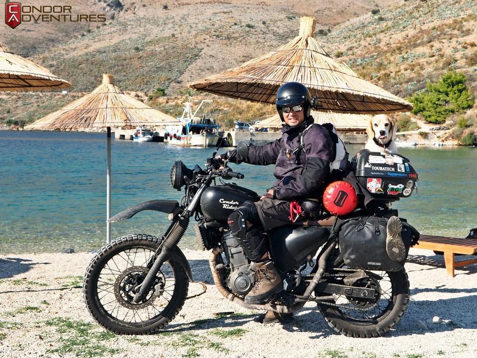 biker dog-brigi-explorealbania-motoros túra-condorriders-sasok földje-albánia-himara-porto palermo-albán riviéra-albanian riviera