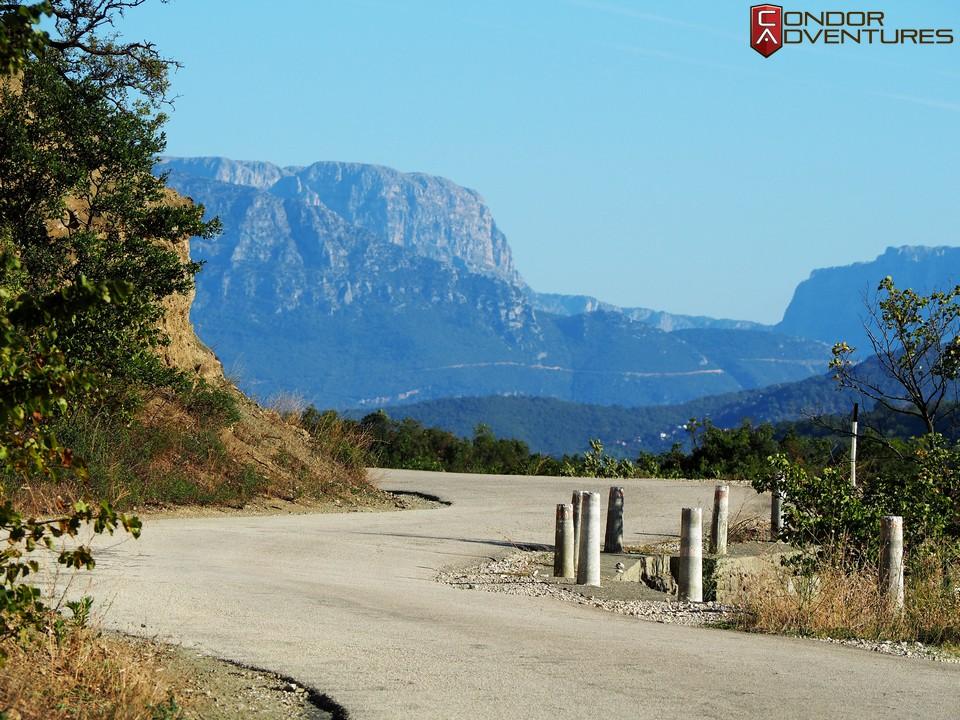 biker dog-brigi-explorealbania-motoros túra-condorriders-sasok földje-albánia-sh75