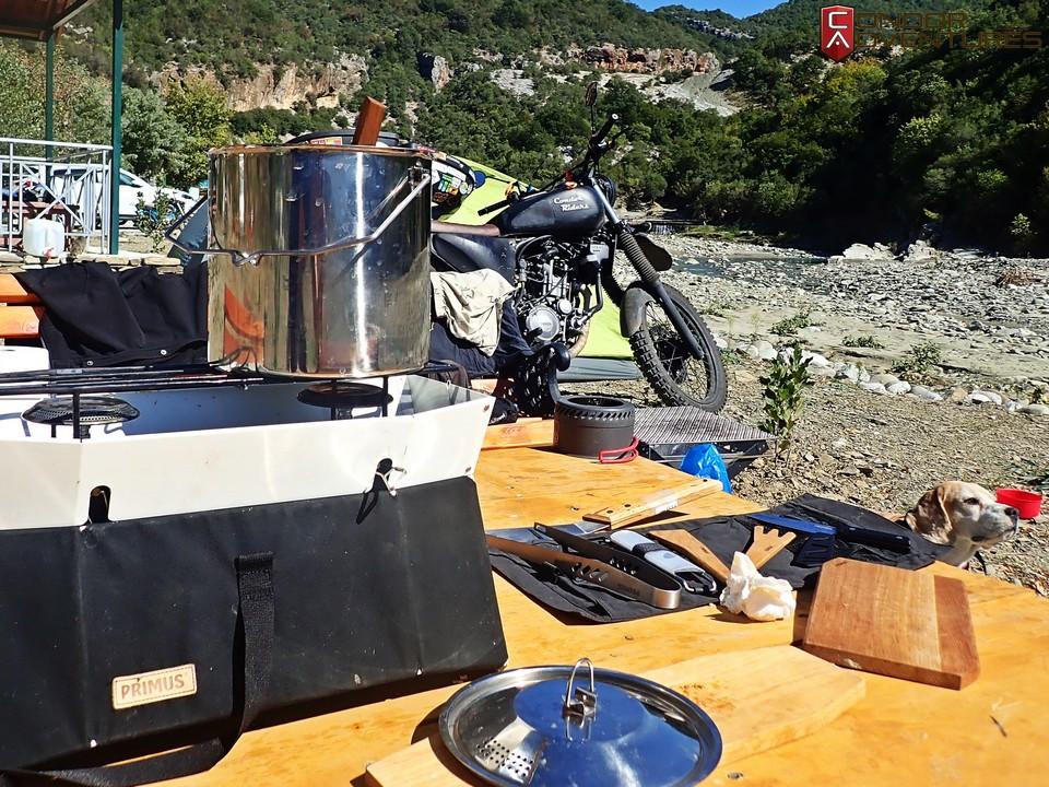 biker dog-brigi-explorealbania-motoros túra-condorriders-sasok földje-albánia-permet-thermal bath-termálfürdő