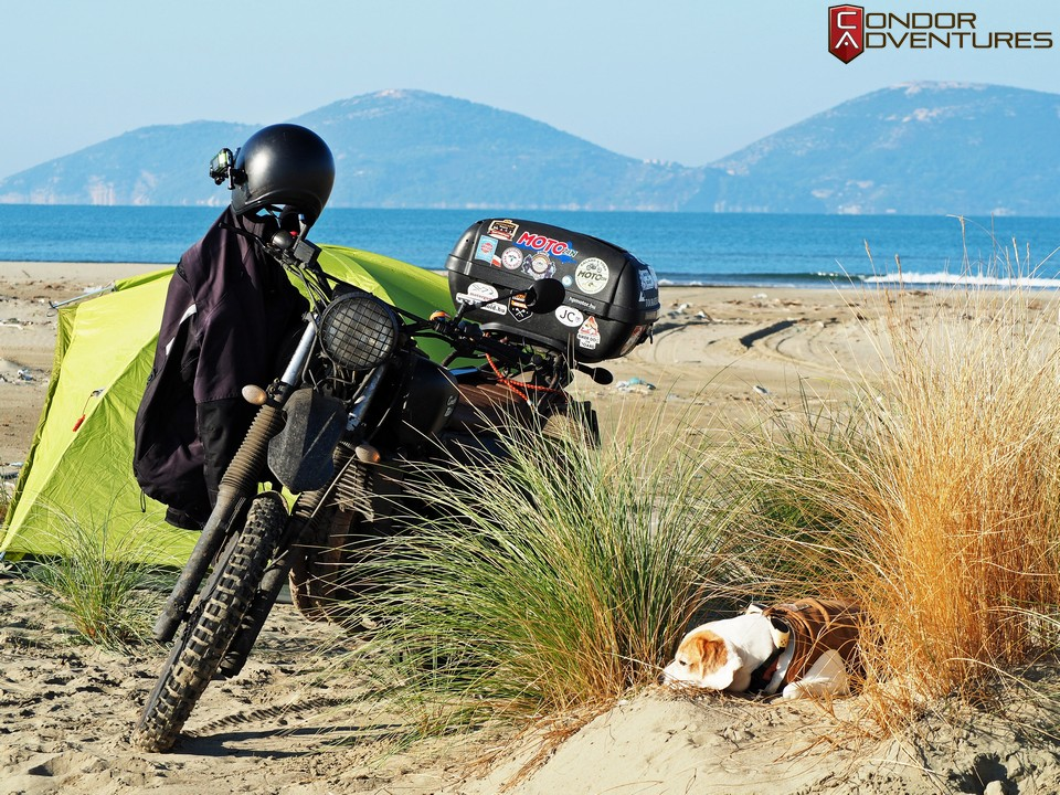 biker dog-brigi-explorealbania-motoros túra-condorriders-sasok földje-albánia-vlore
